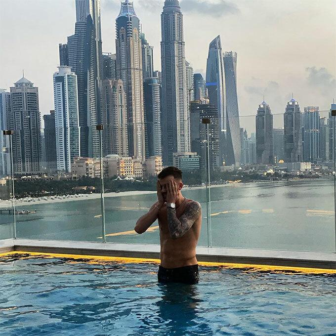 James Maddison của Leicester City xả hơi tại Dubai.