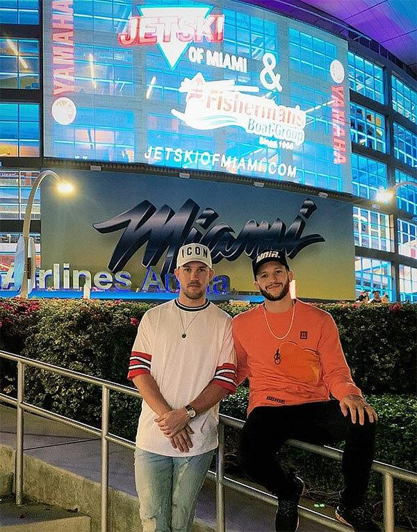 Adam Lallana của Liverpool tới Miami, Mỹ, để xem giải bóng bầu dục Super Bowl.