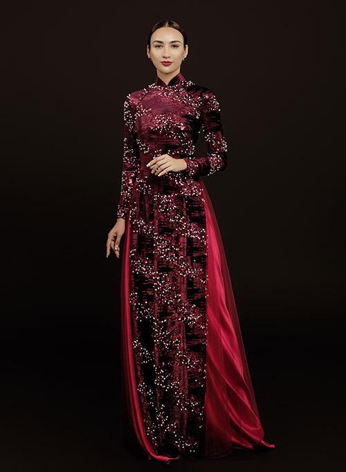[Caption . Nàng hoa hậu xinh đẹp đã chọn những thiết kế mang màu sắc đỏ đô, trắng, đen... nhằm toát lên vẻ quý phái, sang trọng nhưng cũng không kém phần tinh tế. Đối với các cô dâu hay những bà sui, việc diện một thiết kế áo dài lên mình trong ngày trọng đại là điều không thể thiếu. Tuy nhiên, để có thể lựa chọn được một trang phục phù hợp không hề đơn giản. Chính vì thế, Ngọc Diễm và NTK Minh Châu đã gợi ý cho mọi người những mẫu thiết kế cho các bà xui những gam màu trầm, giúp người mặc trở nên quyền quý, sang trọng hơn. Còn với những cô dâu mới, thì sắc màu trắng, đỏ, sẽ là một lựa chọn hoàn hảo nhất và nổi bật nhất trong ngày lễ vu quy.