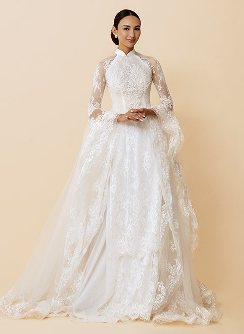 Ngoài những mẫu áo dài cho bà sui, Ngọc Diễm còn gợi ý áo dài cưới cho cô dâu.