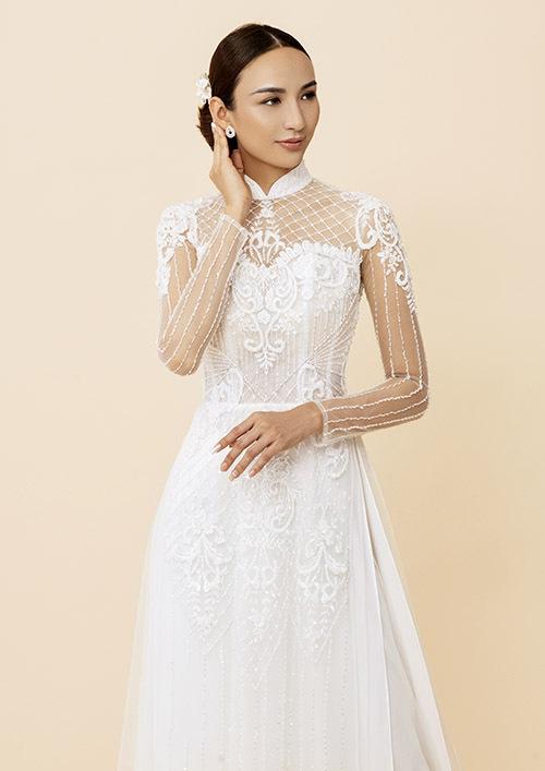 Người đẹp thích gam màu trắng và thiết kế đắp vải voan xuyên thấu, tôn vẻ gợi cảm, nữ tính cho người phụ nữ trong ngày cưới.