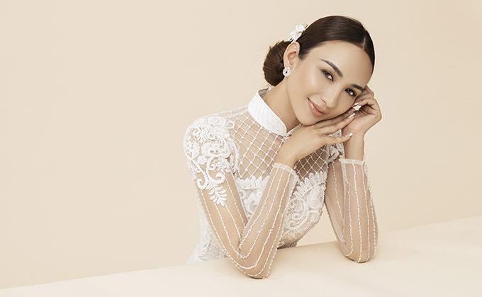 [Caption  Photo: Rin Trần Trang điểm: Phúc Nghĩa Trang phục: Áo dài Minh Châu