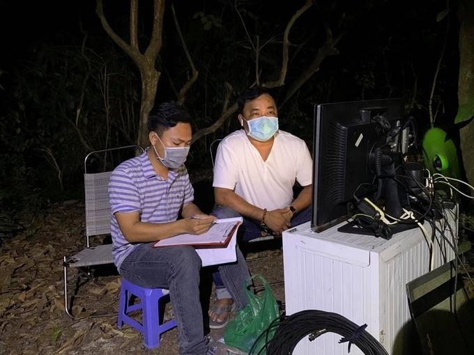 Đêm giữa rừng nhưng vẫn cảnh giác virus Corona, đạo diễn Phương Điền viết.