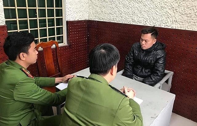 Đặng Ngọc Hoan tại cơ quan điều tra. Ảnh: Công an cung cấp.