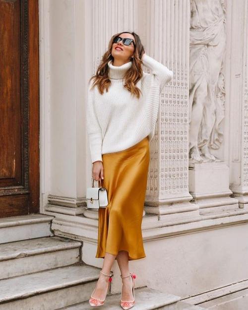 Hòa trộn giữa sắc cam nóng bỏng, vàng rực rỡ, các nhà mốt đã mang tới tông màu giúp phái đẹp nổi bật mọi lúc, mọi nơi.