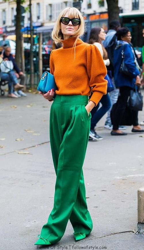 Đối với các bạn gái ở khu vực phía Bắc thì áo len gam màu ấm áp là trang phục hợp mốt mùa này.