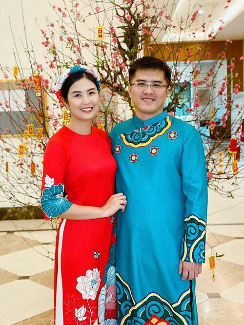 Tết Nguyên đán vừa qua, Ngọc Hân cùng chồng chưa cưới mặc áo dài đi chúc Tết gia đình hai bên.