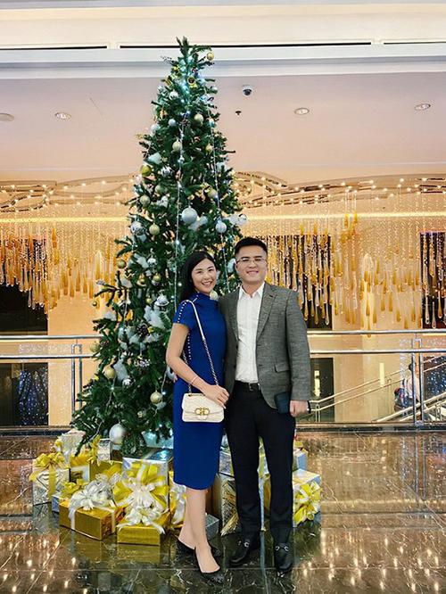 Dịp Giáng sinh 2019, sau khi tổ chức lễ giạm ngõ, Phú Đạt đăng ảnh hẹn hò với Ngọc Hân.