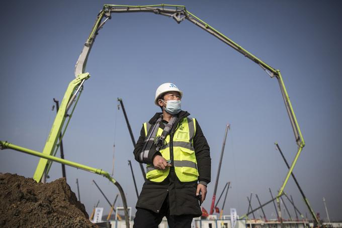 Ông Yuan Tianxiong tại công trường xây dựng bệnh viện Huoshenshan. Ảnh: China Daily.