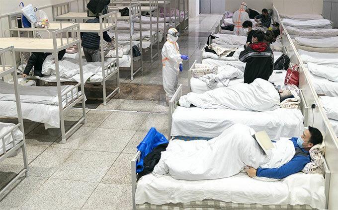Các bệnh nhân nCoV được điều trị ở Vũ Hán hôm 5/2. Ảnh: Xinhua.