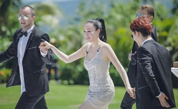 Khi Chung Lệ Đề xuất hiện trong show truyền hình, cô vẫn khiến khán giả ngưỡng mộ vì ngoại hình đẹp nuột nà.