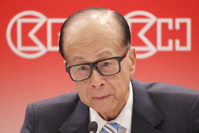 Lần đầu tiên Lý Gia Thành mất ngôi giàu nhất Hong Kong. Ảnh: SCMP.