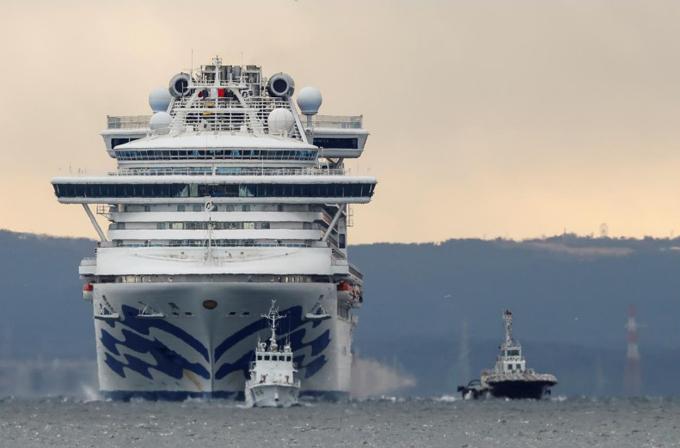 Du thuyền Diamond Princess ngoài khơi vịnh Yokohama, Nhật Bản. Ảnh: Reuters.