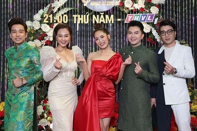 Các nghệ sĩ tham gia họp báo: Triệu Lộc, Hà Thúy Anh, Duyên Quỳnh, Nam Cường, Vũ Phương (từ trái qua).