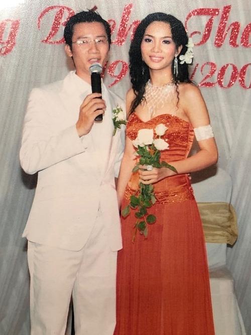 Đôi vợ chồng hạnh phúc bên nhau trong ngày cưới. Sau kết hôn, Thanh Thảo lui về làm hậu phương, hỗ trợ chồng hoạt động âm nhạc.