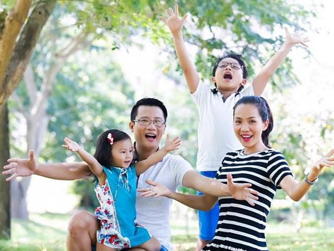Đôi vợ chồng nhanh chóng sinh hai con: Tê Giác (13 tuổi) và Meo Meo (8 tuổi). Năm 2014, nam ca sĩ cùng con trai Tê Giác tham gia chương trình Bố ơi mình đi đâu thế? và nhận được nhiều yêu mến từ khán giả.
