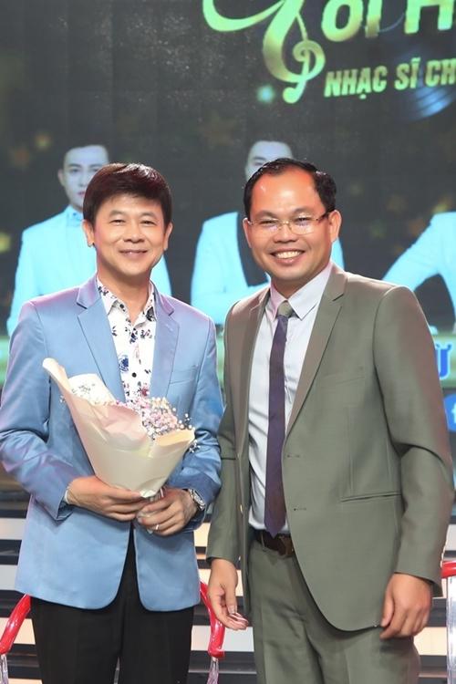Ca sĩ Thái Châu (trái) đảm nhận vai trò giám khảo.