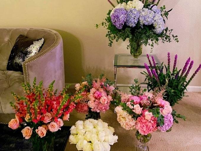 Ngoài làm vườn, Phạm Hương còn mê cắm hoa, trang hoàng nhà cửa.