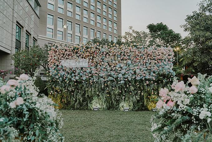 Hôn lễ của cả hai đã được lên kế hoạch từ 6 tháng trước ngày đại hỷ. Phong cách tiệc cưới của cặp 9X là sự nhẹ nhàng, lãng mạn giống với các đám cưới xứ sở kim chi. Buổi lễ được chia làm hai phần: lễ tuyên thệ và tiệc.