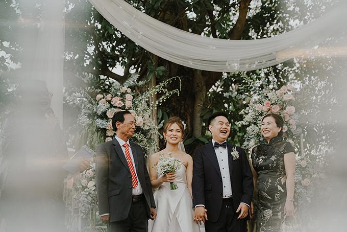 Cặp nhân vật chínhThanh Thảo và Di Sơn (thứ 2, 3 từ trái qua) đều 27 tuổi, đến từ TP HCM. Sau lễ tân hôn kiểu Trung Hoa sáng 31/12/2019, cặp 9X tiếp tục tổ chức tiệc cưới cùng ngày tại TP HCM.