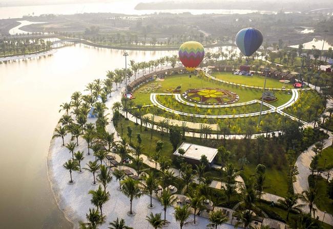 Lễ hội hoa xuân Mai Phú Quý tại Công viên Ánh Sáng, Vinhomes Grand Park - bối cảnh đẹp như tranh của MV.