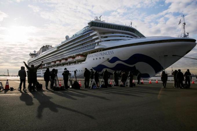 Du thuyền Diamond Princess bị cách ly ởvịnh Yokohama, Nhật Bản hôm 7/2. Ảnh: Rueters.