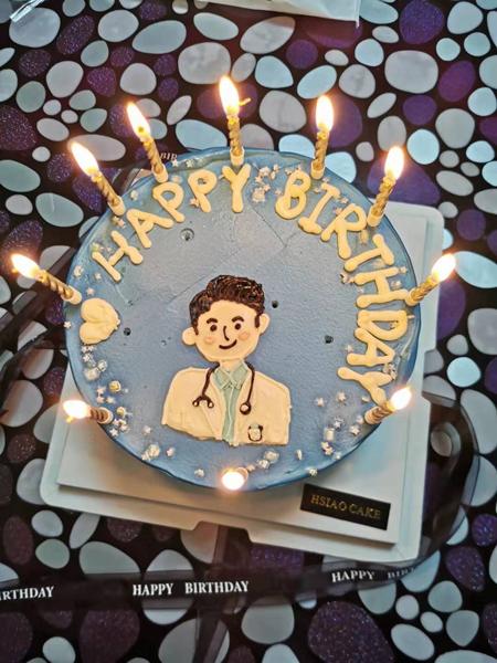Chiếc bánh sinh nhật chồng Dong gửi cho cô hôm 19/1. Ảnh: China Daily.