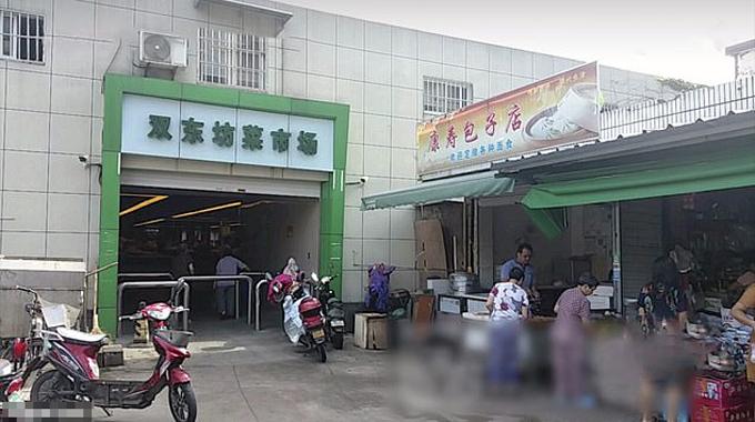 Chợ Shangdongfang ở thành phố Ninh Ba, tỉnh Chiết Giang, nơi người đàn ông bị lây corona từ người phụ nữ đứng cạnh sau 15 giây. Ảnh: AsiaWire.