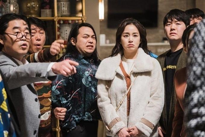 Kim Tae Hee có nhiều cảnh hài hước với các diễn viên đóng vai hồn ma trong phim. Đại diện nhà sản xuất kỳ vọng, Hi Bye, Mama sẽ mang đến nhiều tiếng cười tươi mới lẫn niềm xúc động khi phim lên sóng. Trang Sina của Trung Quốc thì đánh giá, phim kể câu chuyện giả tưởng nhưng đề cao giá trị tình cảm gia đình chân thực của đời sống.