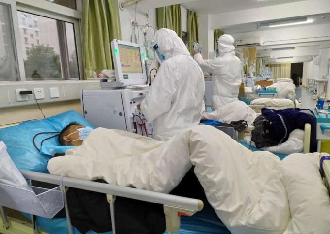 Bệnh nhân nhiễm virus corona được điều trị tại bệnh viện Vũ Hán, Trung Quốc. Ảnh: CP.