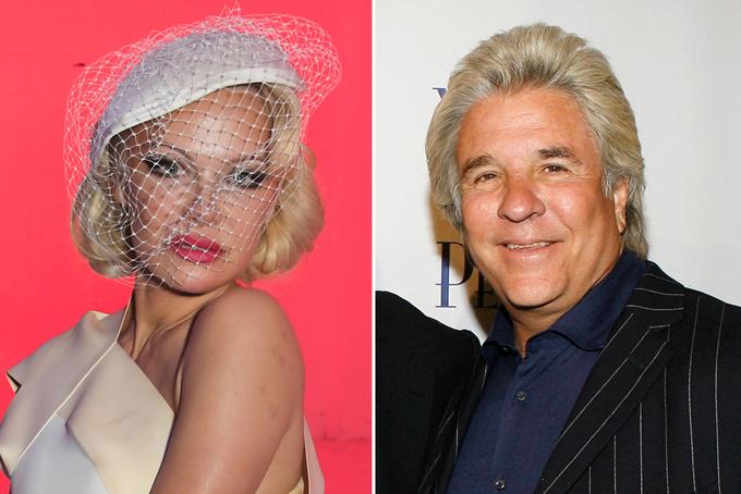Pamela Anderson và Jon Peters.