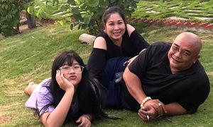 Gia trang của vợ chồng Hồng Vân - Lê Tuấn Anh