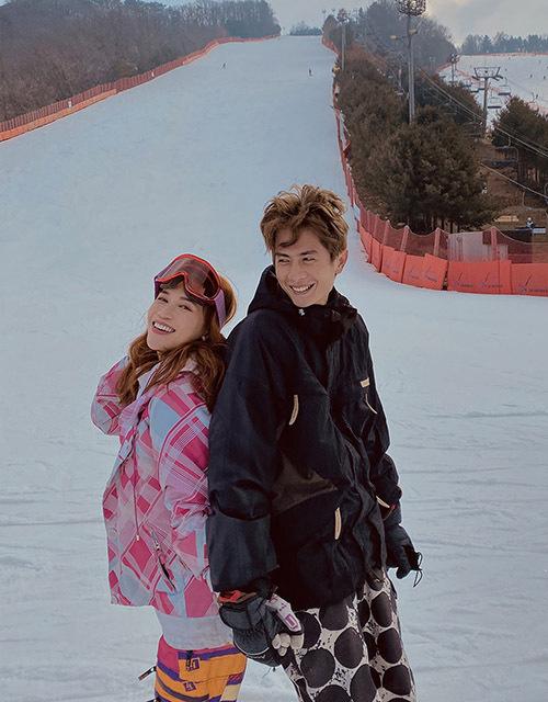 Sĩ Thanh hào hứng chơi trượt tuyết cùng bạn trai.