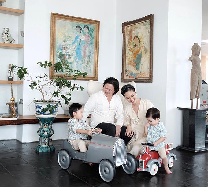 Đỗ Thị Hải Yến cùng chồng và hai con trai lớn trong tổ ấm ở Sài Gòn.