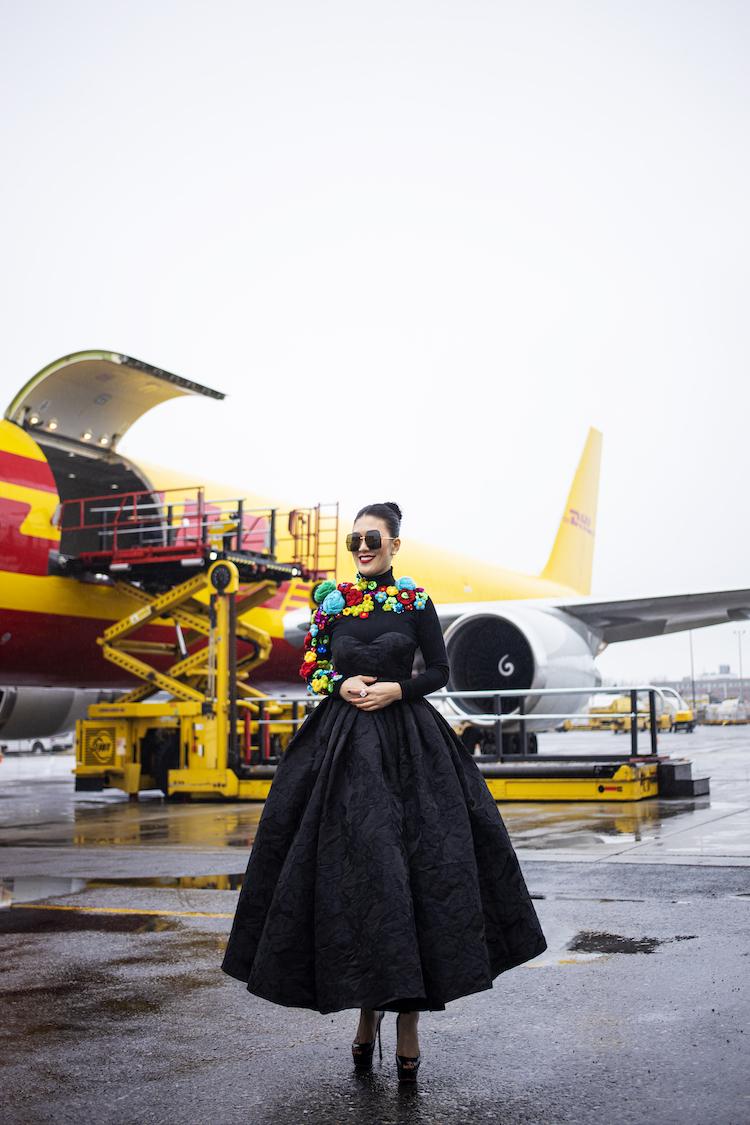Xuất hiện tại show diễn,Châu Lê Thu Hằng diện thiết kế nằm trong bộ sưu tập Ký ức tuổi thơ của Vũ Ngọc và Son. Theo cô chia sẻ, đây là mẫu thiết kế mới nhất mà cô đặt hàng rhai người bạn thân thiết kế riêng cho mình để dự sự kiện này.