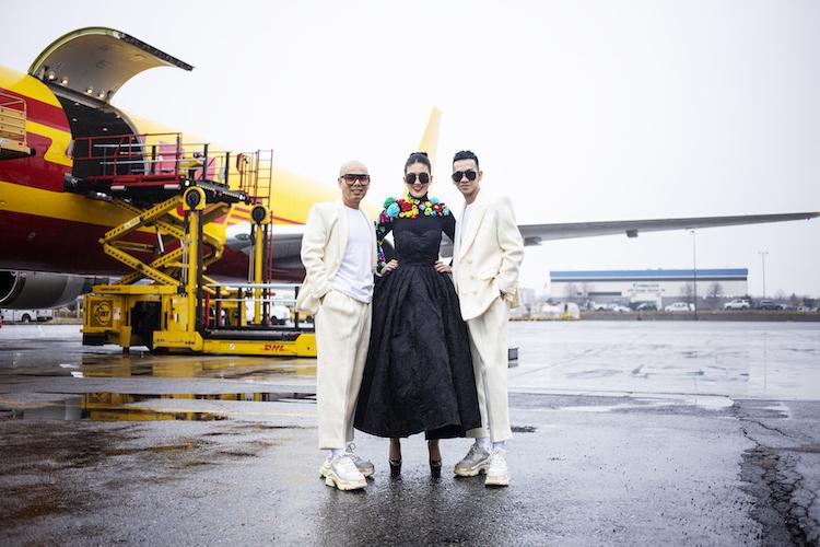 Là một tín đồ thời trang và luôn yêu thích các thiết kế của bộ đôi đồng thời cũng là bạn thân của hai nhà thiết kế, cô đã dành thời gian để bay sang New York tham gia show diễn ấn tượng để ủng hộ hai nhà thiết kế