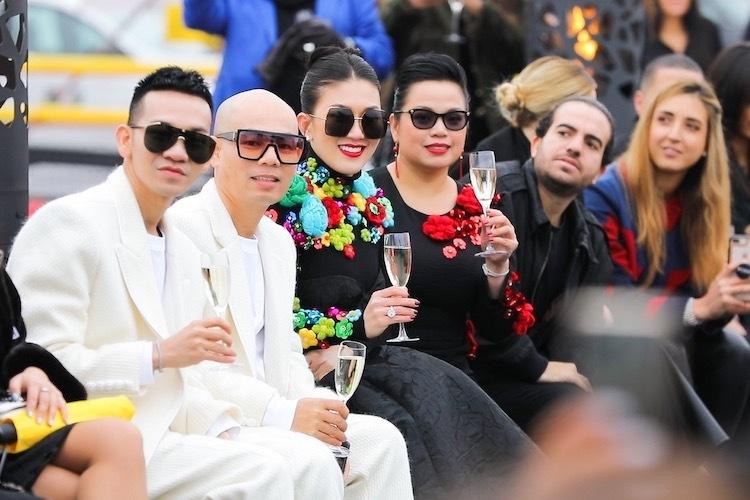 Thu Hằngngồi trên hàng ghế VIP cùng các ngôi sao và fashionista quốc tế khác.