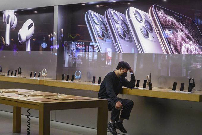 Một cửa hàng Apple ở Bắc Kinh không có khách hồi cuối tháng 1. Ảnh: SCMP.