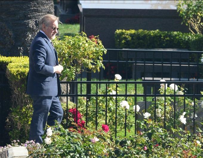 Đạo diễn Steven Spielberg là một một người bạn thân của gia đình.