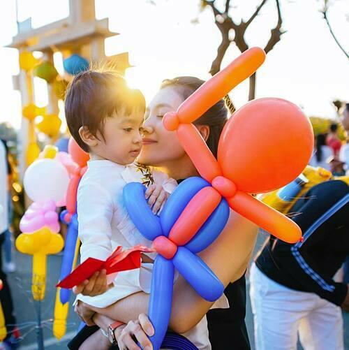 Diễn viên Nguyệt Ánh tận hưởng hạnh phúc bình yên bên con trai.