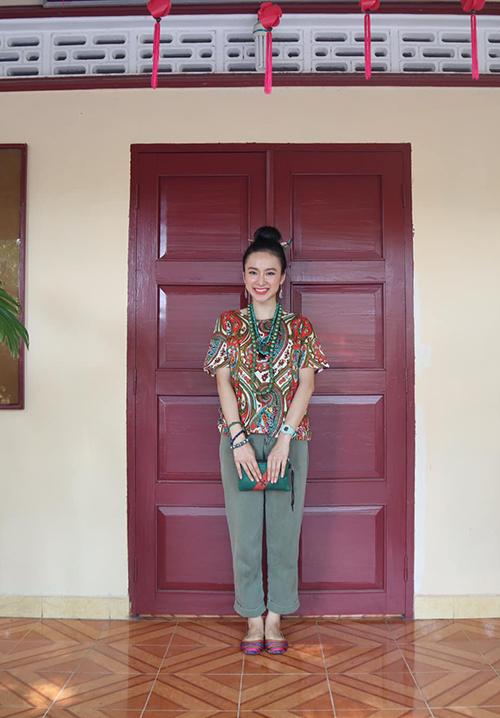 Sau hai năm tham gia tu tập, Angela Phương Trinh đã quyết định ăn chay chọn đời để tránh sát sinh, tạo nghiệp và có sức khoẻ tốt hơn. Quyết định của cô nhận được ủng hộ của nhiều nghệ sĩ, khán giả có thói quen ăn chay trường.
