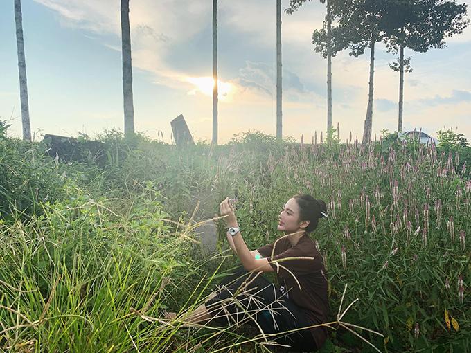Hình ảnh nhẹ nhàng, mộc mạc và an nhiên của Angela Phương Trinh trong thời gian gần đây chiếm được cảm tình của nhiều khán giả.