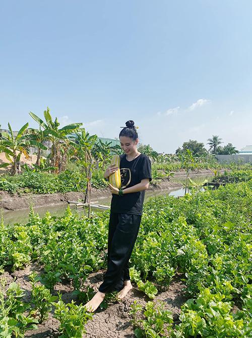 Angela Phương Trinh chỉa sẻ, áo thun đơn giản và in những lời cầu chúc may mắn, bình an, những lời răn dạy là sản phẩm gây quỹ Ước mơ của bé. Chính vì thế cô thường xuyên ủng hộ và kêu gọi nhiều bạn bè cùng tham gia.