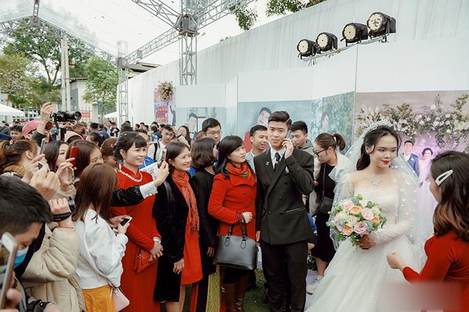 Tiệc cưới cũng có sự tham dự, chúc phúc của những người thuộc câu lạc bộ fan hâm mộ Duy Mạnh.