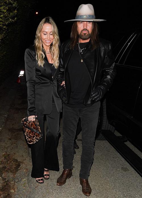 Bố mẹ của Miley - ca sĩ nhạc đồng Billy Ray và Tish Cyrus - cũng góp mặt trong bữa tiệc.