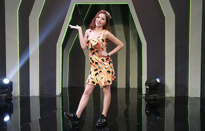 Kỳ Duyên diện trang phục hoạ tiết sushi tham gia tập 12 chương trình 7 nụ cười xuân.