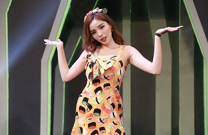 Hoa hậu Việt Nam 2014 hào hứng với gameshow mang tính đồng đội và đòi hỏi sự khéo léo của người chơi.