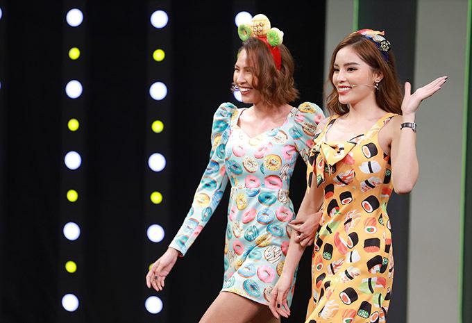 Kỳ Duyên - Minh Triệu được Trường Giang giới thiệu là cặp đôi đẹp siêu đỉnh khi bước ra chào khán giả.