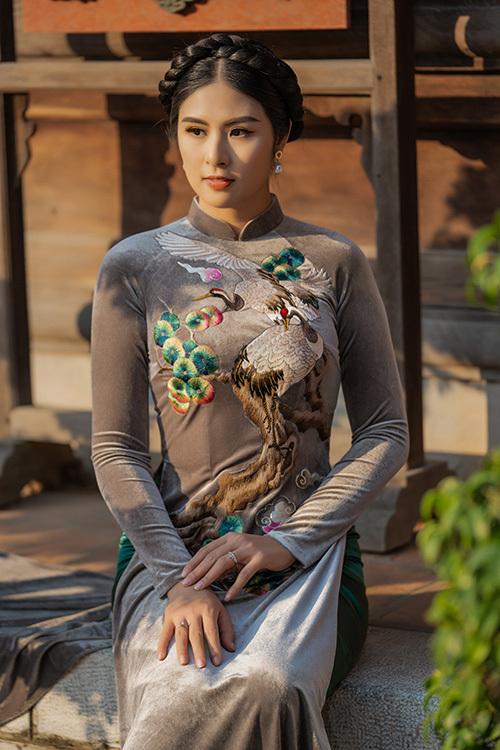 Tà áo dài truyền thống đem đến cho Ngọc Hân nguồn cảm hứng vô tận.