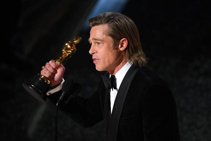 Brad khiến khán giả xúc động khi dành lời cảm ơn 6 người con trong bài phát biểu: Chiến thắng này là dành cho các con tôi. Bố yêu các con!.